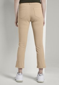 TOM TAILOR - TOM TAILOR ALEXA CROPPED - Jeans slim fit - cream toffee - 2