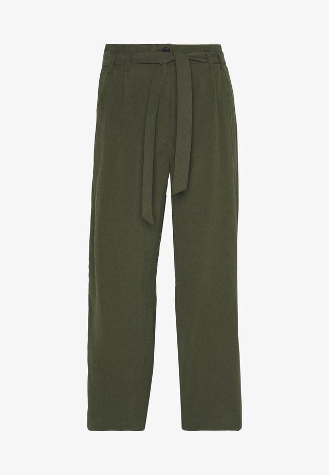 SOFT FLOWING CULOTTE - Pantalones - woodland green