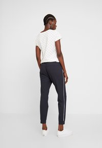 TOM TAILOR - LOOSE FIT PANTS WITH ZIPS - Tygbyxor - navy blue - 3