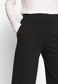 TOM TAILOR - WIDE LEG PANTS - Spodnie materiałowe - deep black - 4