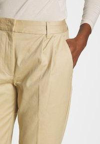 mine to five TOM TAILOR - EASY CHINO - Chinos - coarse sand - 4