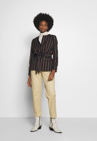 mine to five TOM TAILOR - EASY CHINO - Chinos - coarse sand - 1