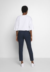 mine to five TOM TAILOR - SIGNATURE PANTS - Kangashousut - sky captain blue - 2