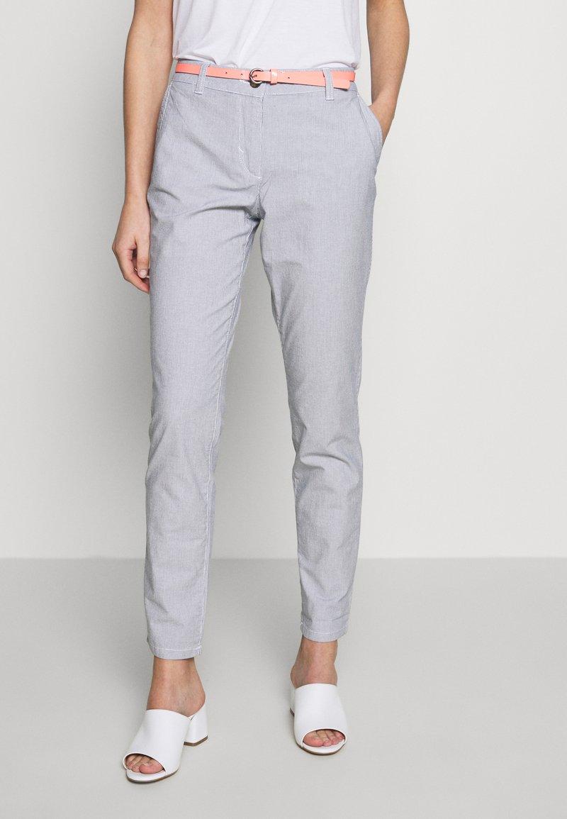 TOM TAILOR - BELTED SLIM - Chino kalhoty - blue