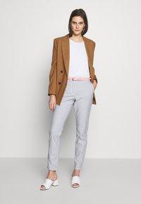 TOM TAILOR - BELTED SLIM - Chino kalhoty - blue - 1