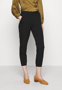 TOM TAILOR - LOOSE FIT PANTS - Spodnie materiałowe - deep black - 0