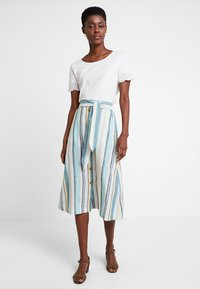 TOM TAILOR - SKIRT MIDI STRIPED - A-line skjørt - white
