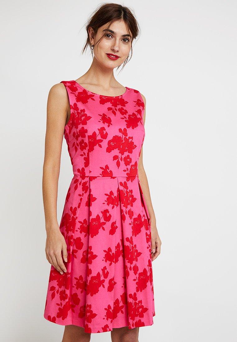 TOM TAILOR - DEGRADE FLOWER DRESS - Freizeitkleid - pink/red
