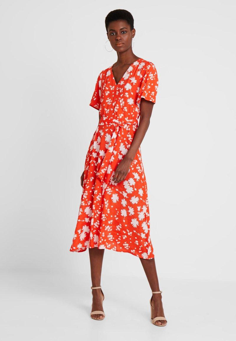 TOM TAILOR - WRAP DRESS WITH FLOWER PRINT - Maxi dress - orange/red