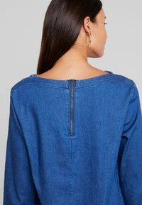 TOM TAILOR - CASUAL DRESS - Spijkerjurk - dark stone wash blue - 6