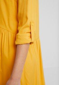 TOM TAILOR - DRESS WITH TURN UPS - Košilové šaty - merigold yellow - 5
