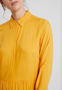 TOM TAILOR - DRESS WITH TURN UPS - Košilové šaty - merigold yellow - 7