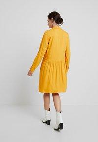 TOM TAILOR - DRESS WITH TURN UPS - Košilové šaty - merigold yellow - 3