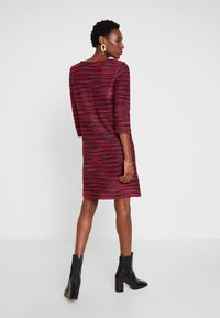TOM TAILOR - DRESS - Abito in maglia - navy/red/pink/blue