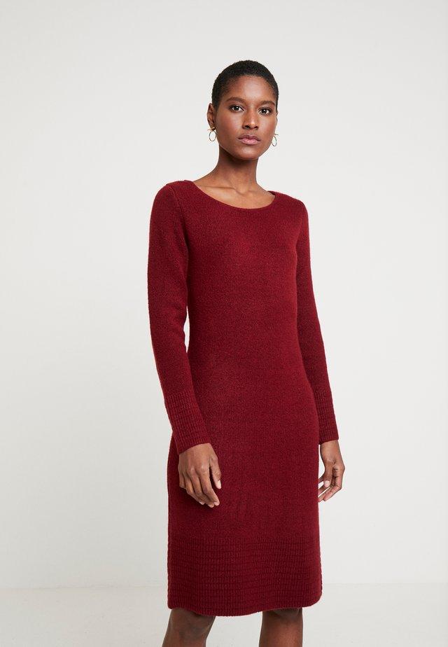 DRESS - Stickad klänning - deep burgundy red