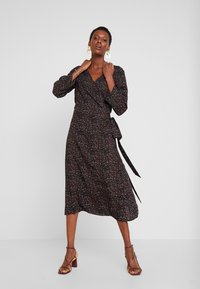 TOM TAILOR - MIDI WRAP DRESS - Kjole - black - 0