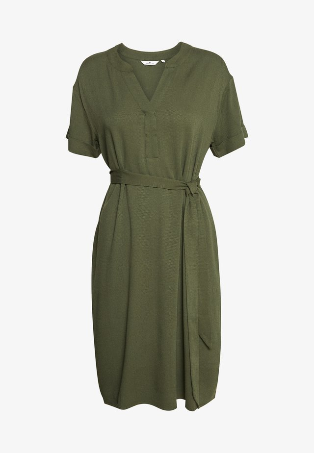 DRESS WITH BELT - Denní šaty - woodland green