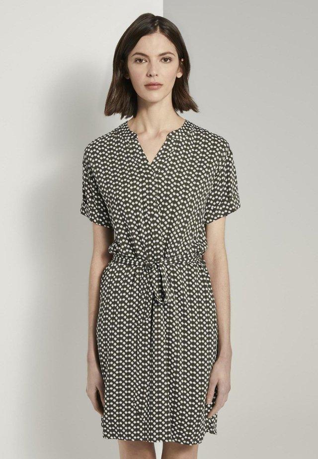 DRESS WITH BELT - Korte jurk - khaki dot design