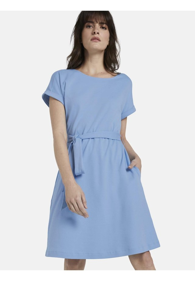 DRESS A-SHAPE BELTED - Korte jurk - soft charming blue