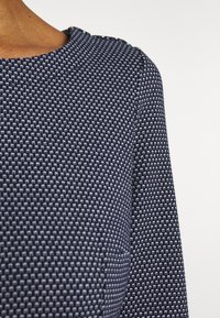 TOM TAILOR - STRUCTURED DRESS - Sweter - navy/white - 5