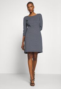 TOM TAILOR - STRUCTURED DRESS - Sweter - navy/white - 1