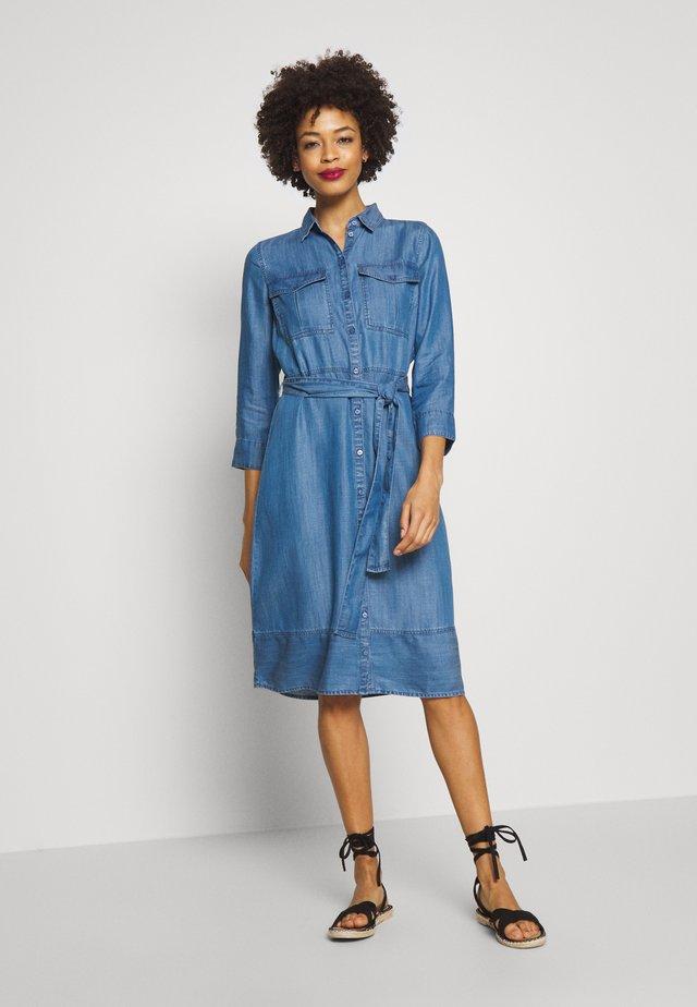 DRESS SHIRT STYLE - Sukienka koszulowa - clean bleached blue denim