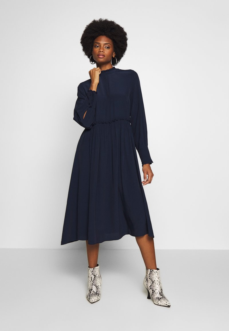 TOM TAILOR - DRESS WITH RUFFLE DETAILS - Vestido informal - sky captain blue