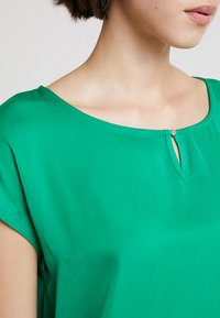 TOM TAILOR - FABRIC MIX - Blouse - light simply green - 4