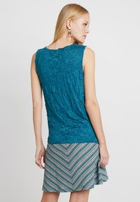 TOM TAILOR - WITH CRINCLE - Topper - tropical lagoon - 2