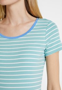 TOM TAILOR - STRIPED - T-shirts med print - green - 4