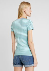 TOM TAILOR - STRIPED - T-shirts med print - green - 2