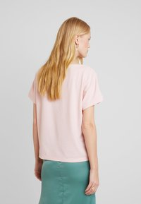 TOM TAILOR - KNOT DETAILING - T-shirt con stampa - summer lotus - 2