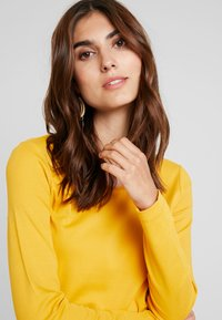 TOM TAILOR - Long sleeved top - merigold yellow - 4