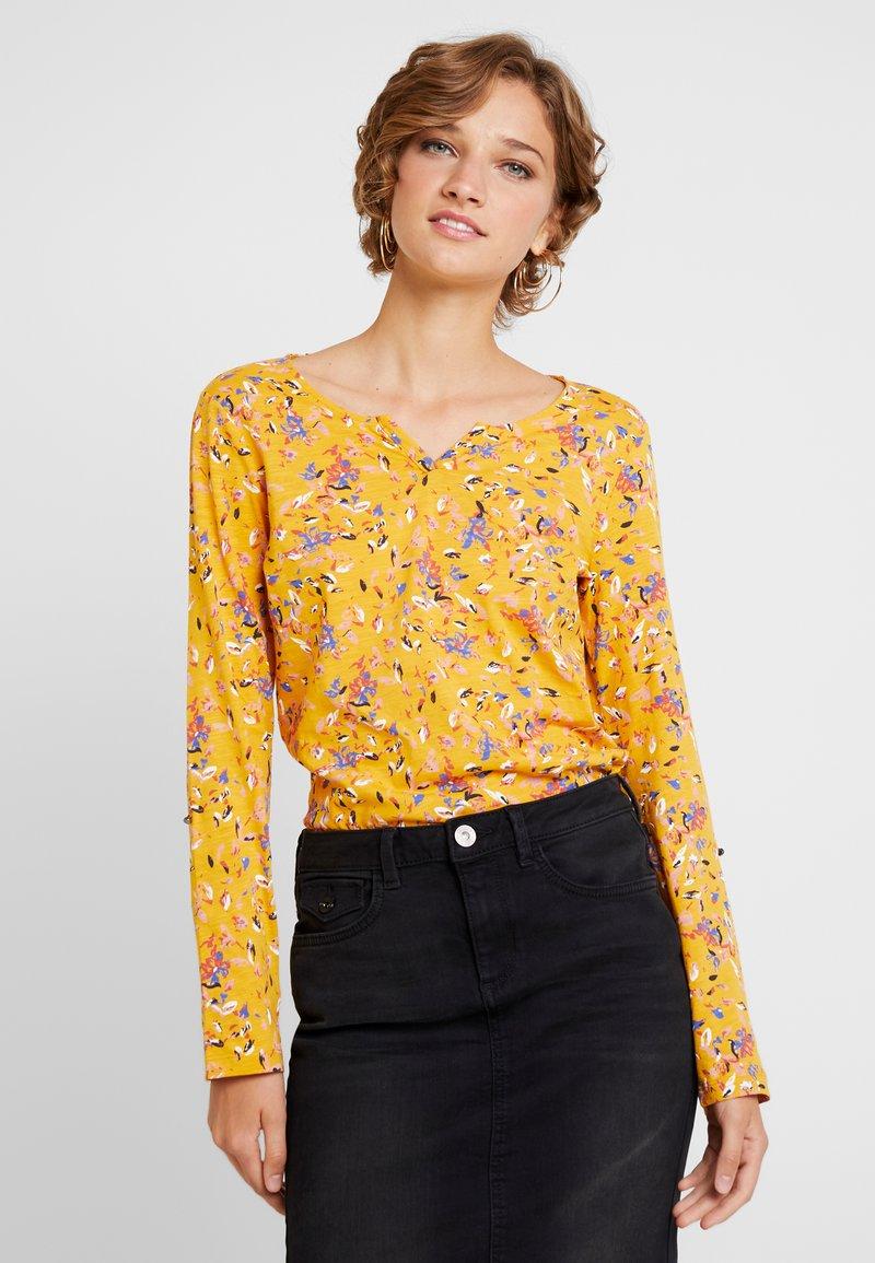 TOM TAILOR - CASUAL ALLOVERPRINT - Langærmede T-shirts - yellow