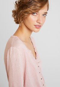 TOM TAILOR - STRUCTURE CRINCLE - Long sleeved top - rose/white - 4
