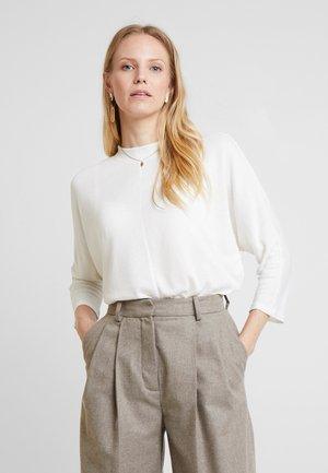Strikkegenser - whisper white