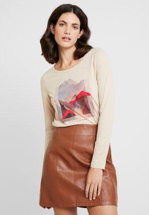 LONGSLEEVE - Camiseta de manga larga - light camel melange/brown