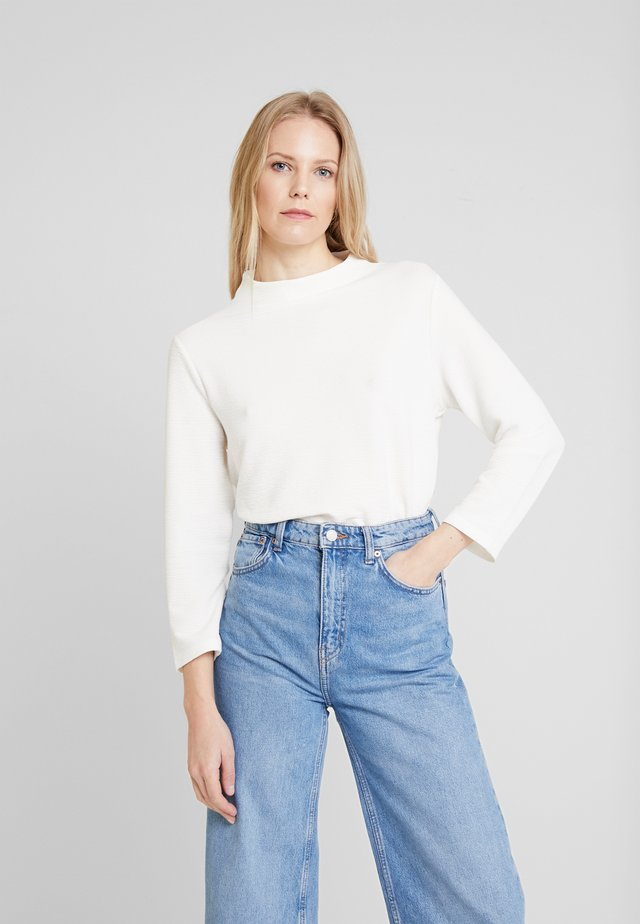 STRUCTURE - Stickad tröja - whisper white
