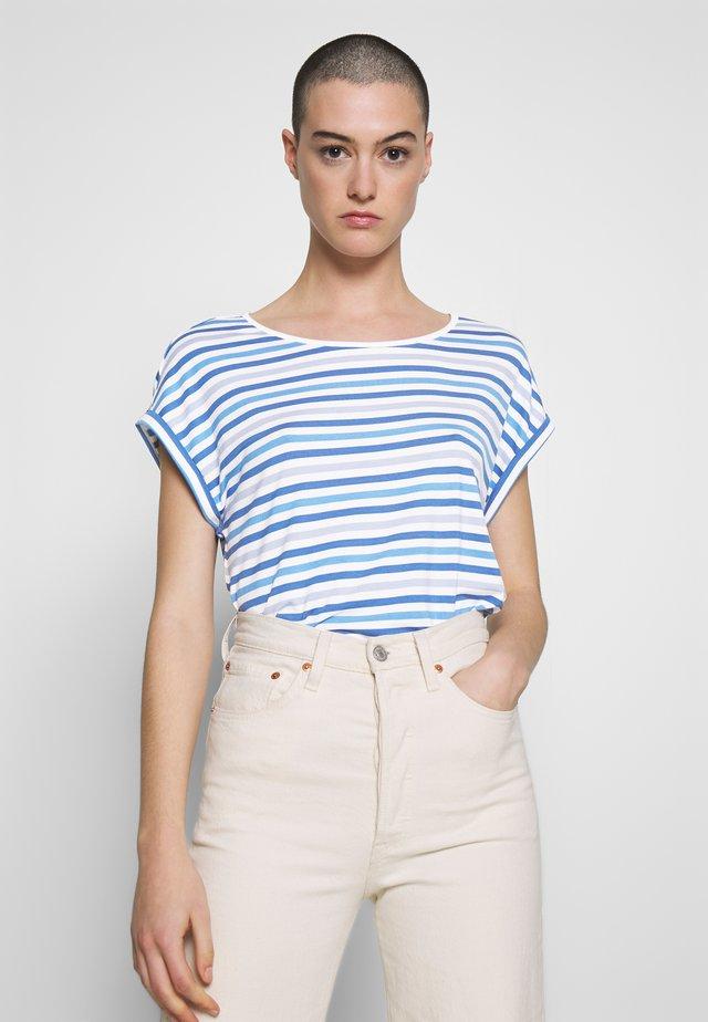 T-SHIRT STRIPED CREW-NECK - T-shirt z nadrukiem - blue