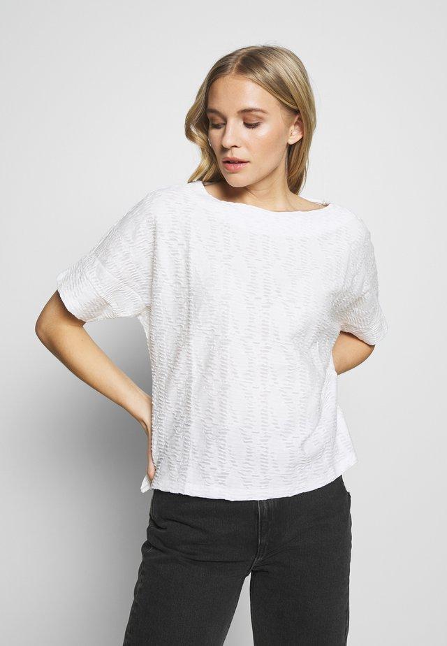 MODERN STRUCTURE - T-shirt basic - whisper white