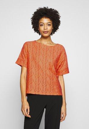 MODERN STRUCTURE - T-shirts basic - fruity melon orange