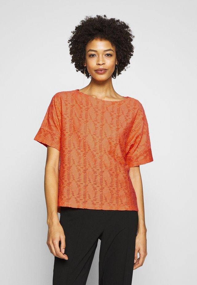 MODERN STRUCTURE - T-shirt basic - fruity melon orange