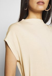 TOM TAILOR - MODERN BASIC - Basic T-shirt - soft vanilla - 4