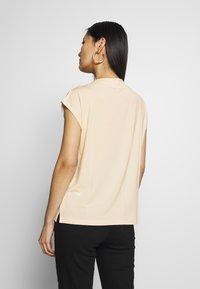 TOM TAILOR - MODERN BASIC - Basic T-shirt - soft vanilla - 2