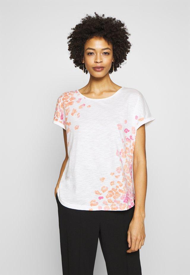 SLUB PLACED PRINT - T-shirt z nadrukiem - whisper white