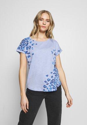 SLUB PLACED PRINT - T-shirts med print - parisienne blue