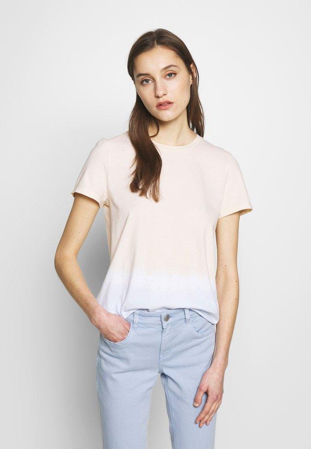 T-SHIRT TIE DYE - T-shirt z nadrukiem - blue beige dip dye  blue