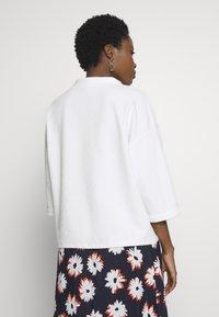 TOM TAILOR - BOXY STAND UP COLLAR - Bluzka z długim rękawem - whisper white - 2