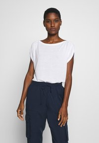 mine to five TOM TAILOR - AJOUR - T-shirt z nadrukiem - white - 0