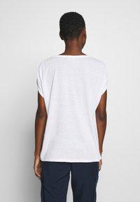 mine to five TOM TAILOR - AJOUR - T-shirt z nadrukiem - white - 2
